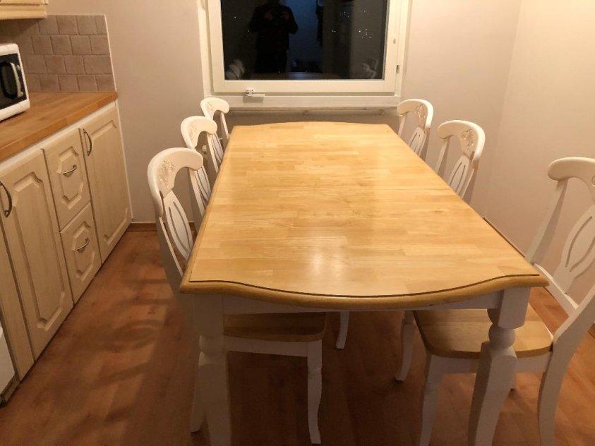 Fint Matsalsbord med 6 stolar