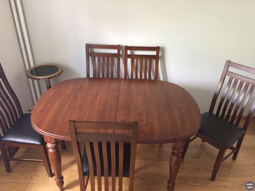 Matbord med 6 stolar