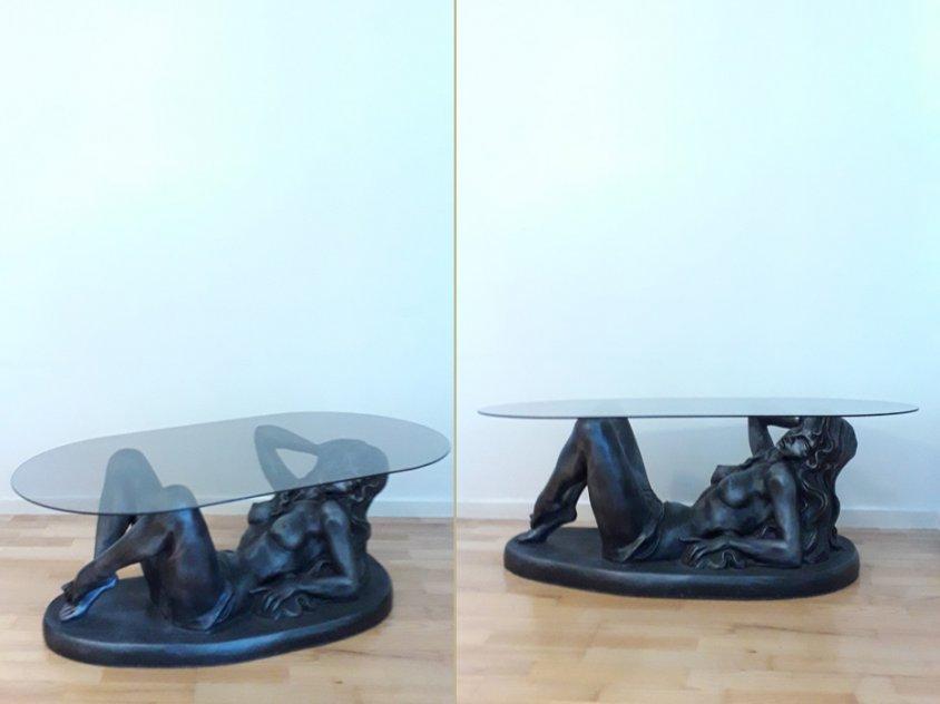 Soffbord kvinna med rökfärgad glasskiva