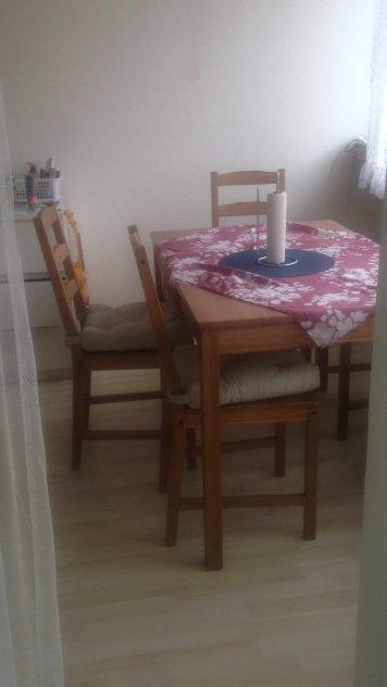 Bäddsoffa, bord+ 4 stolar, samsung Tv mm