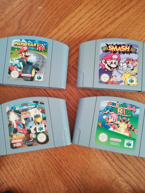Nintendo 64, 3 kontroller, 4 spel.