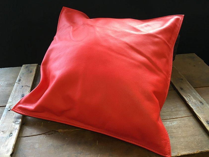 Röda skinnkuddar 40x40cm
