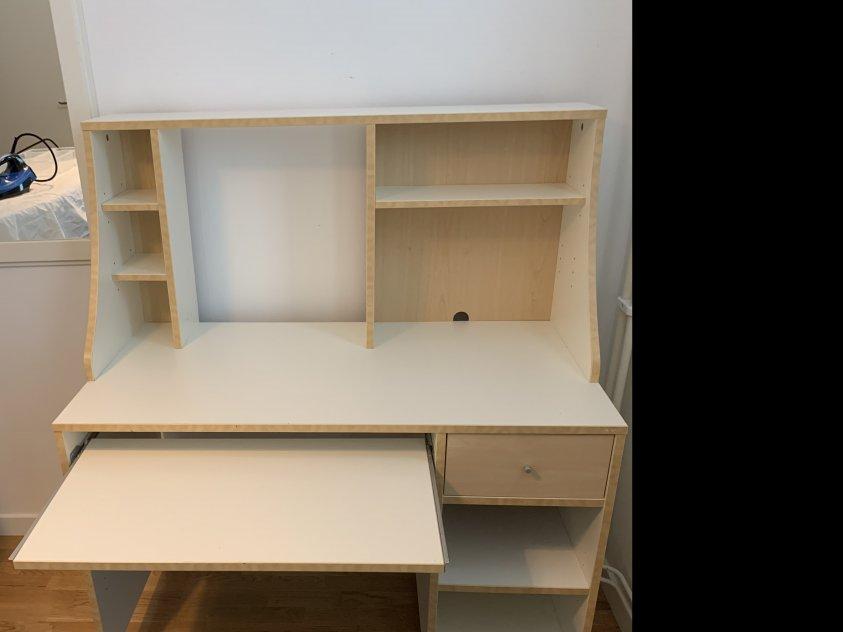 Skrivbord & databord med hyllan