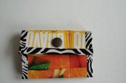 Plånbok gjorda på återvunna juicepakek