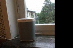 Sonossystem med högtalare för två rum